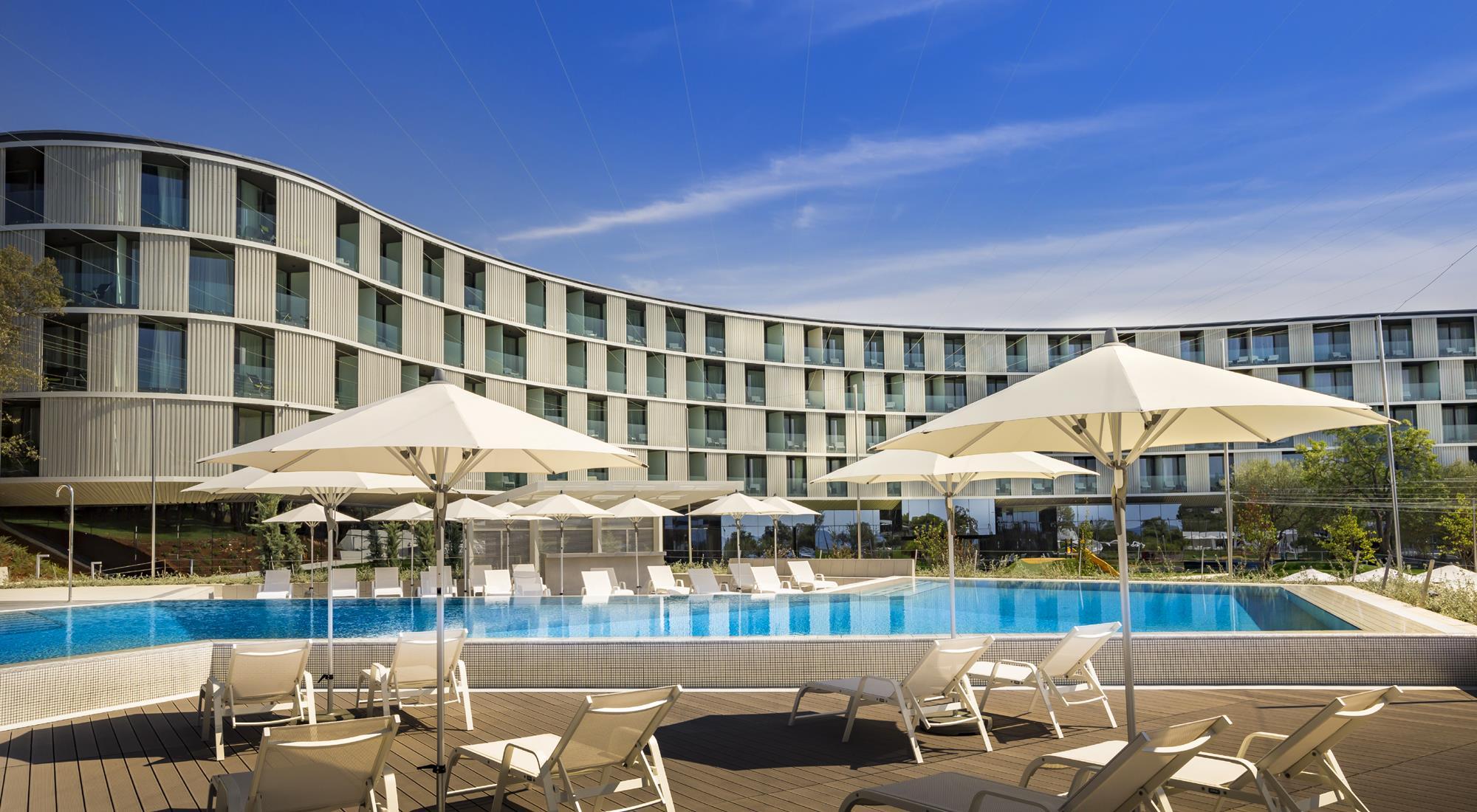 https://alukoenigstahl.md/wp-content/uploads/sites/4/2020/09/Hotel-Amarin-ref2-gross.jpg